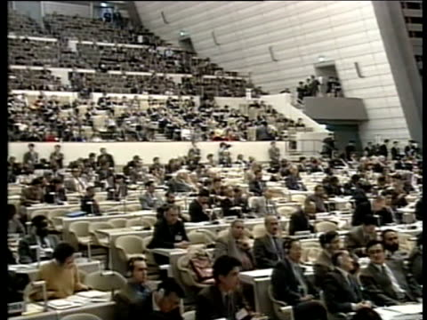 stockvideo's en b-roll-footage met zoom out from delegates seated in large conference hall for kyoto protocol convention kyoto japan; 08 dec 97 - 1997
