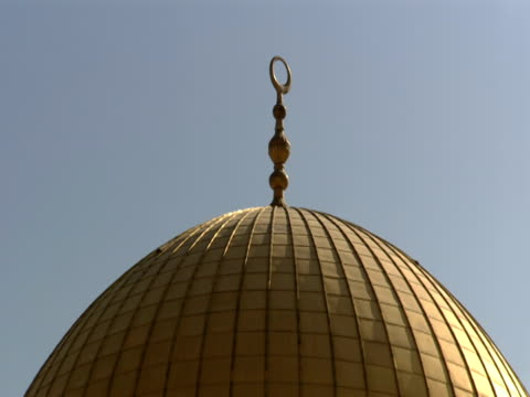zoom out from dome of the rock - gerusalemme est video stock e b–roll