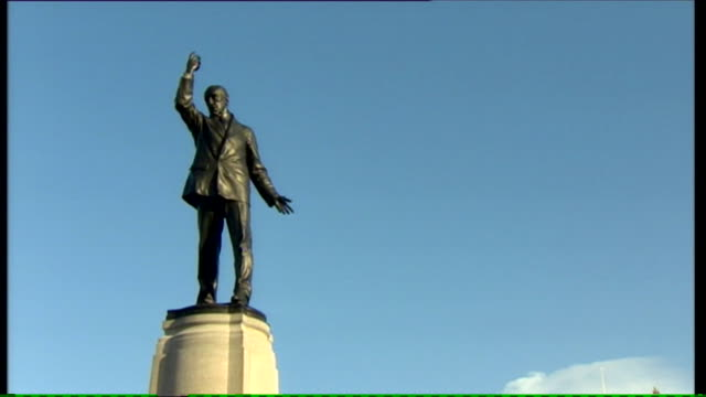 zoom out from edward carson statue to stormont parliament buildings seat of the northern ireland assembly - stormont stock videos and b-roll footage