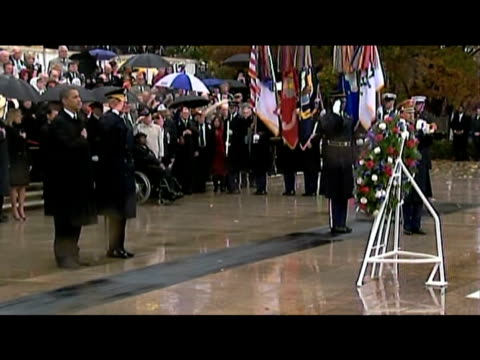 zoom out from president barack obama paying his respects to military on veterans day arlington national cemetery virginia 12 november 2009n - アーリントン国立墓地点の映像素材/bロール