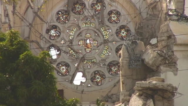 zoom out from remains of cathŽdrale notredame de portauprince following devastating earthquake haiti 10 march 2010 - ポルトープランス点の映像素材/bロール