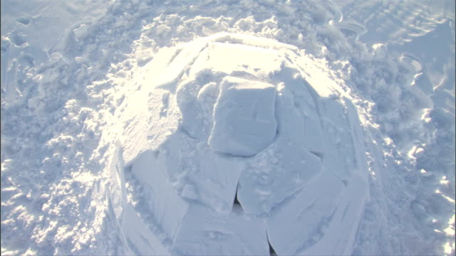 zoom out from the top of an igloo. available in hd. - igloo stock videos & royalty-free footage