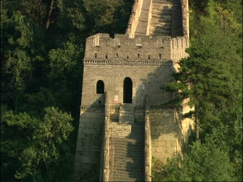zoom out from tower to wa great wall of china, mutianyu, china - mutianyu stock videos & royalty-free footage