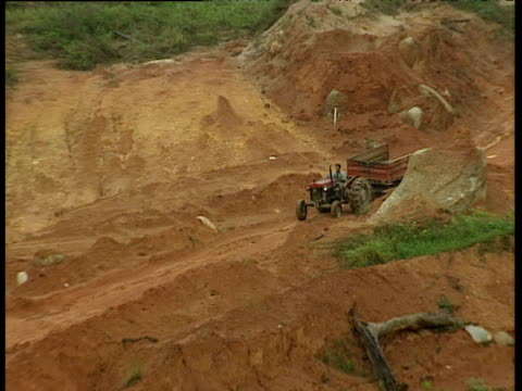 zoom out from truck to open cast gold mine in forest clearing alta floresta brazil - open cast mine stock videos & royalty-free footage
