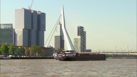 zoom out of barge moving past erasmus bridge - 跳開橋点の映像素材/bロール
