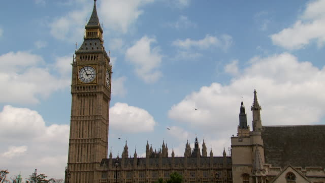 zoom out of big ben - unknown gender stock videos & royalty-free footage