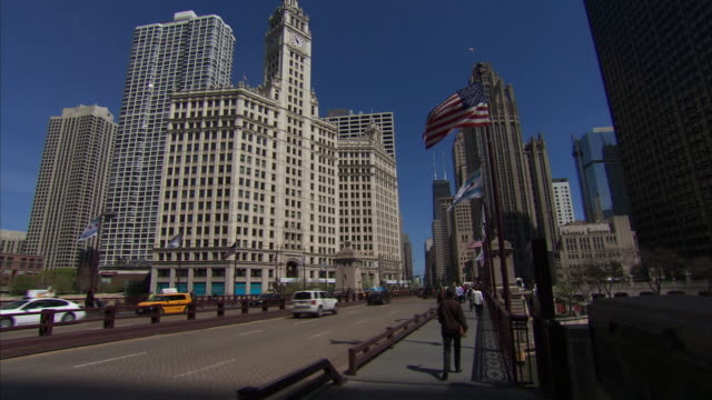 zoom out of hancock center and tribune tower to wrigley building and michigan avenue - トリビューンタワー点の映像素材/bロール