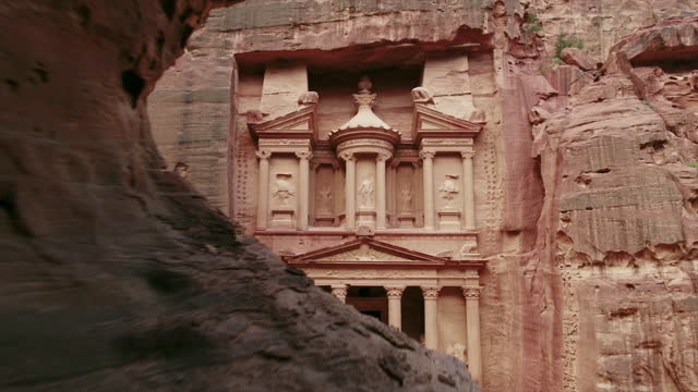 zoom out of treasury through rock, petra - famous place stock videos & royalty-free footage