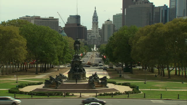 zoom out onto eakins oval in philadelphia. - independence hall stock videos & royalty-free footage