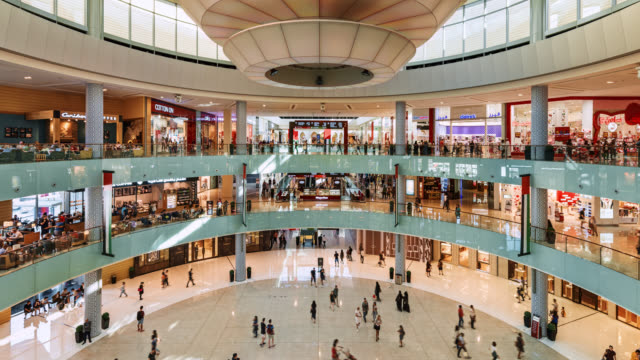 tl/zo/pu zoom out pan up ttime lapse of the main atrium inside dubai mall, busy with shoppers and visitors - arts culture and entertainment stock videos & royalty-free footage