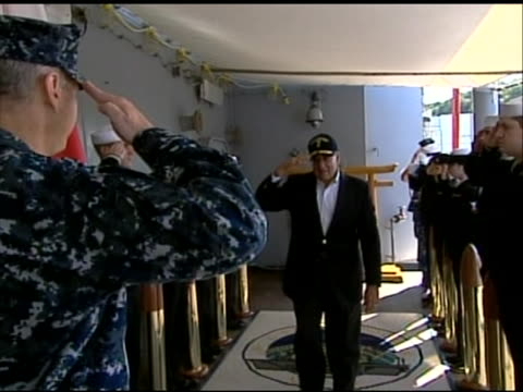 zoom out shot of leon panetta saluting a soldier at an airport before leaving tokyo. this footage took place during panettaõs first official visit to... - (war or terrorism or election or government or illness or news event or speech or politics or politician or conflict or military or extreme weather or business or economy) and not usa点の映像素材/bロール