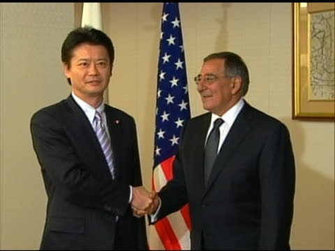 zoom out shot of leon panetta shaking hands with japanese minister of foreign affairs koichiro gemba. this meeting took place in tokyo during... - united states and (politics or government)点の映像素材/bロール