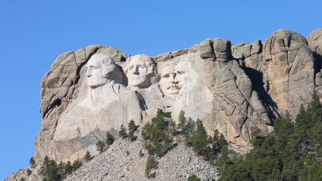 zoom out shot, tourists are forced to visit mount rushmore national memorial from outside the park on october 1, 2013 in keystone, south dakota.... - マウントラシュモア国立記念碑点の映像素材/bロール