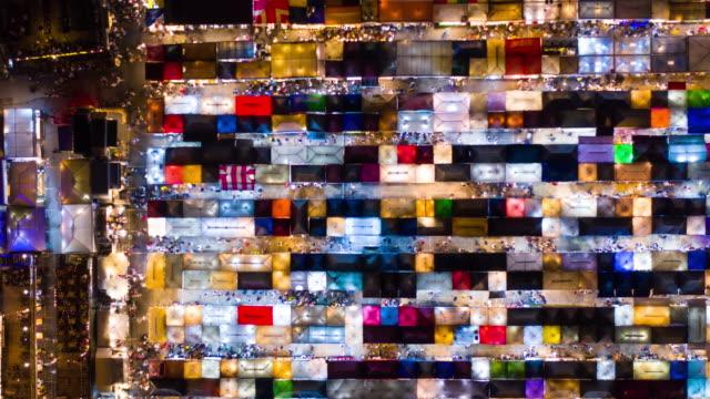 verkleinern sie zeitraffer luftbild nachtmarkt - kachel stock-videos und b-roll-filmmaterial