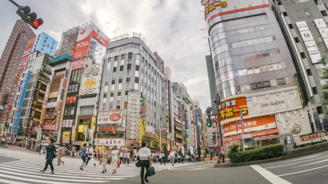 4k zoom out timelapse : kabukicho crossing in shinjuku tokyo, japan - restlessness stock videos & royalty-free footage