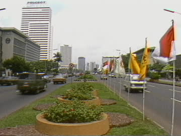 zoom out to traffic passing on either side of highway median in jakarta - median nerve stock videos & royalty-free footage