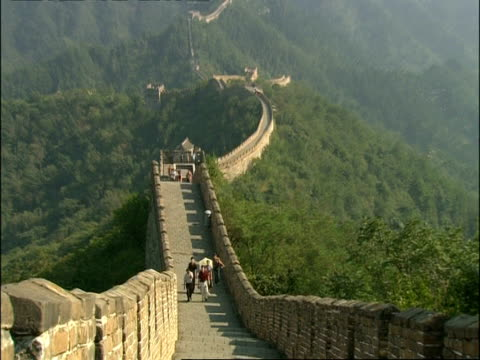 zoom out to wa great wall of china, mutianyu, china - mutianyu stock videos & royalty-free footage