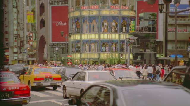 zoom out to wide shot of people and traffic in Ginza / Tokyo