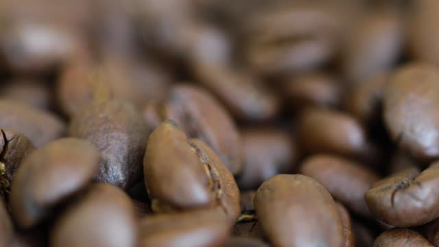 zoom shot: 4k close-up of coffee beans - coffee drink stock videos & royalty-free footage