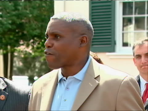 vidéos et rushes de zoom-in former olympic gold medalist runner carl lewis announces his run for new jersey state senate at a press-conference surrounded by friends and... - united states and (politics or government)