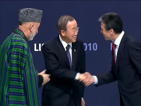 vídeos y material grabado en eventos de stock de zoom-in shot afghanistan president hamid karzai shaking hands with nato secretary anders fogh rasmussen and un general secretary ban-ki moon at... - (war or terrorism or election or government or illness or news event or speech or politics or politician or conflict or military or extreme weather or business or economy) and not usa