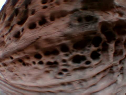zooming honeycombed canyon wall - rock strata stock videos & royalty-free footage