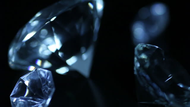Zooming in and out of huge diamonds