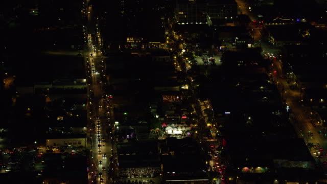 stockvideo's en b-roll-footage met zooming in shot of a festival in downtown dallas at night - straatnaambord