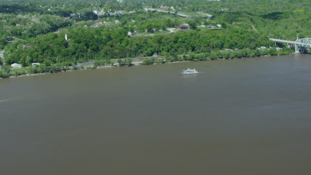 zooming in shot of a mark twain riverboat on the mississippi river - mark twain stock videos & royalty-free footage