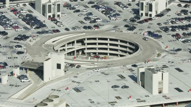 zooming out shot of a parking circle in the middle of the san francisco international airport - parkfläche stock-videos und b-roll-filmmaterial