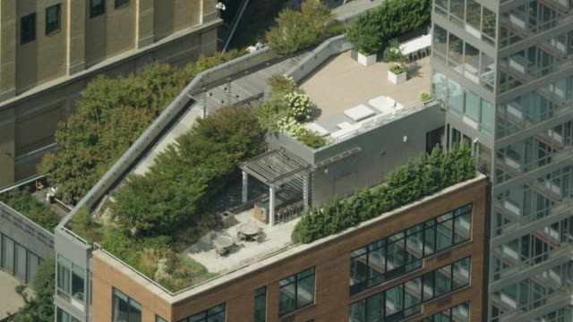 Zooming out shot of a rooftop deck in Manhattan