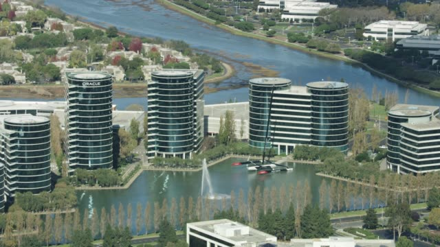 zooming out shot of the oracle corporation headquarters in redwood shores - oracle corporation stock-videos und b-roll-filmmaterial