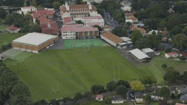 vidéos et rushes de zooming out shot of the rugby fields at the auckland grammar school - nouvelle zélande