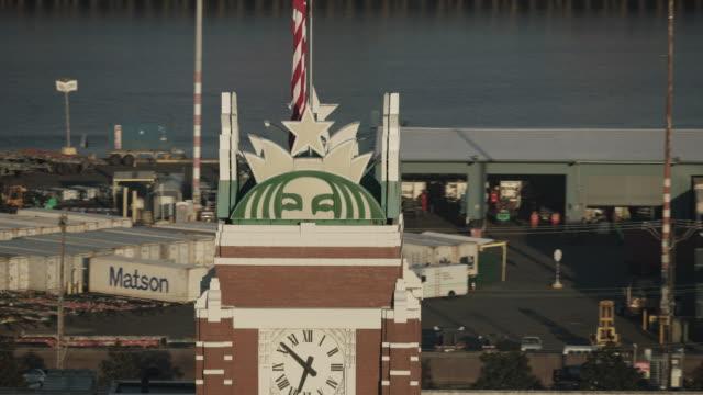 vídeos de stock, filmes e b-roll de zooming out shot of the starbucks corp. office building - starbucks