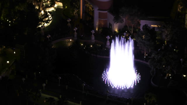 Zooming out shot of the Wynn Dancing Fountain at night