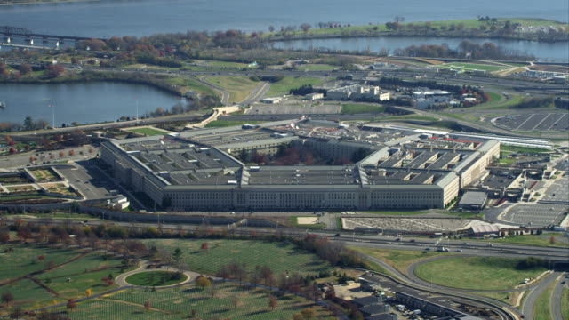 zoom-out on the pentagon, revealing columbia island marina and potomac river. shot in november 2011. - the pentagon stock videos & royalty-free footage