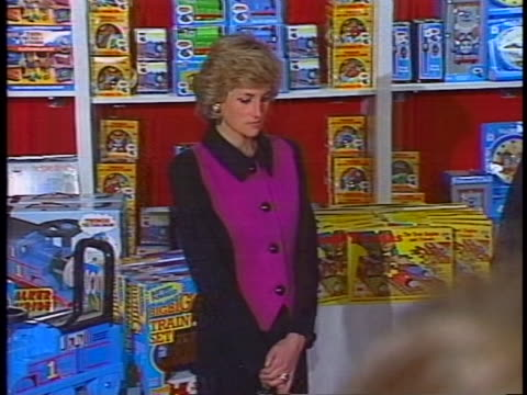 stockvideo's en b-roll-footage met int cu zoomout ms static shot sot princess diana is seen standing inside fao schwarz toy store in new york city wearing a purple buttoned blouse a... - blouse