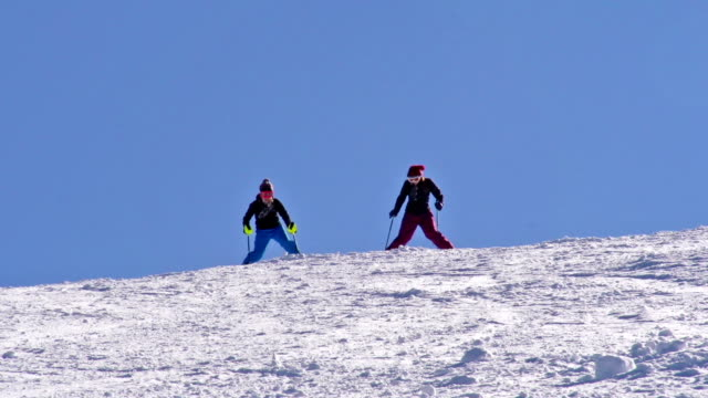 hd: zoom,two professional female skiers practicing slalom - slalom skiing stock videos & royalty-free footage