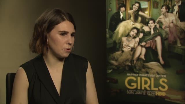vídeos de stock, filmes e b-roll de zosia mamet talks about her character shoshanna shapiro in 'girls' series 3 at 'girls' interviews at on january 16, 2014 in london, england. - shoshanna