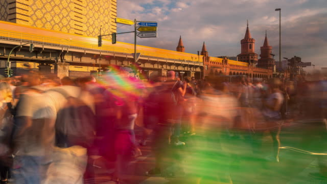 zug der liebe techno dance parade timelapse in berlin in front of oberbaumbrücke with dynamic train - liebe stock videos & royalty-free footage