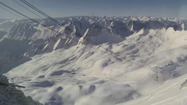 vídeos de stock, filmes e b-roll de zugspitze ski1 - montanha zugspitze