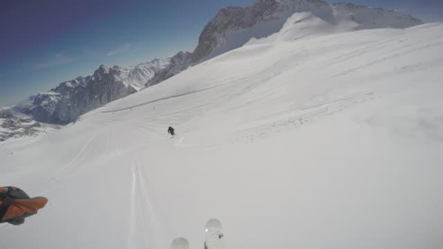 vídeos de stock, filmes e b-roll de zugspitze ski13 - montanha zugspitze