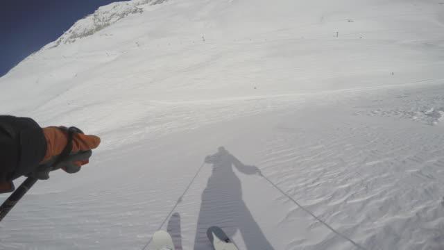 vídeos de stock, filmes e b-roll de zugspitze ski14 - montanha zugspitze