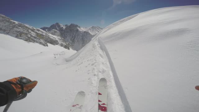 vídeos de stock, filmes e b-roll de zugspitze ski15 - montanha zugspitze