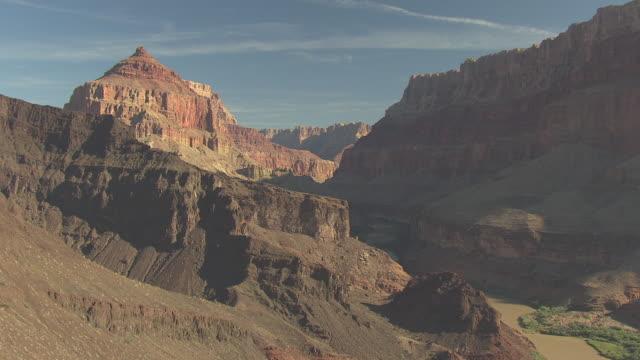 stockvideo's en b-roll-footage met ws aerial zuni point corridor along grand canyon south rim / arizona, united states - zuni