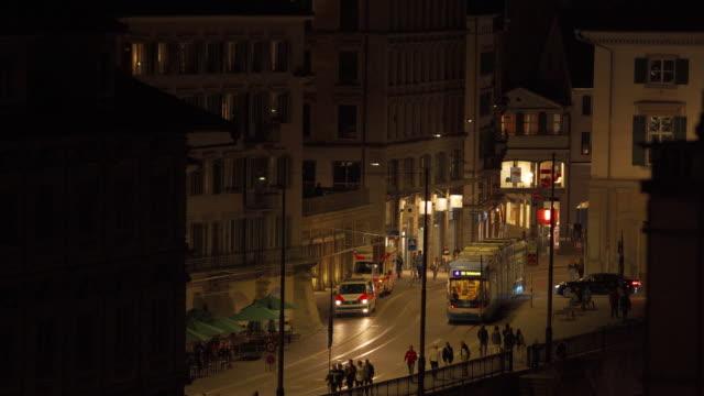 vidéos et rushes de zurich, suisse : téléphériques et scènes de ville - ligne de tramway